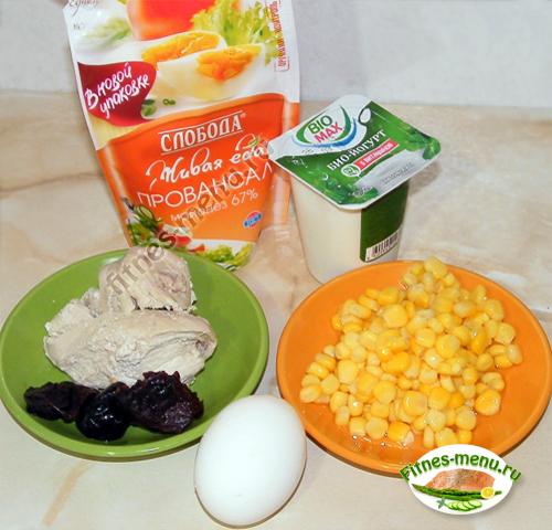 Салат из филе, кукурузы и чернослива
