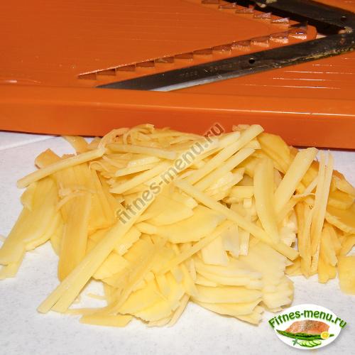 Картофель лучше нашинковать мелко